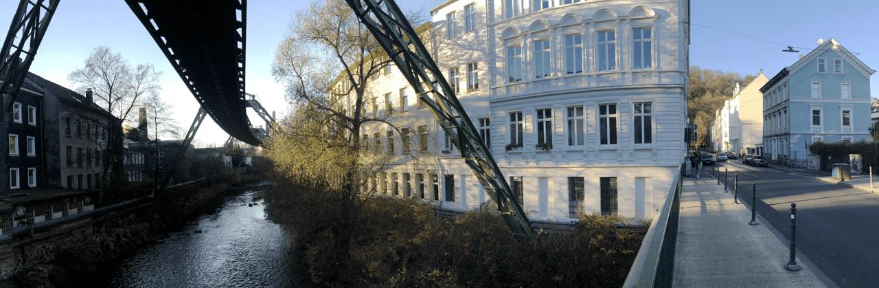 Schwebebahn Wuppertaler Fassaden